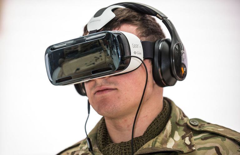 Soldier_Using_Virtual_Reality_Headset_MOD_45158483
