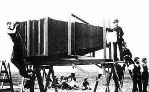 camera built by George R. Lawrence in 1900